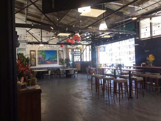 イオラニ・センター中央に位置するお洒落なコーヒーショップ