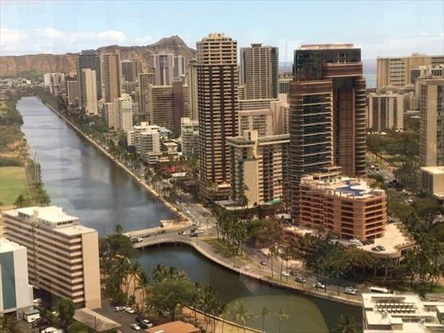 ハワイのロミロミマッサージを受けにキューブコスメティクスに。37階からの眺めは最高